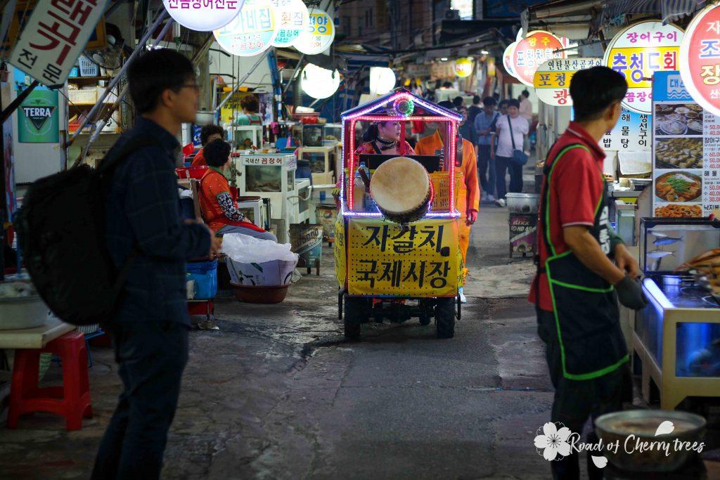 Ruelles du marché aux poissons Jalgachi à Busan